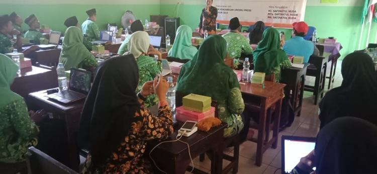 Pelatihan Menulis Buku, Mewujudkan Guru Profesional